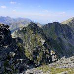Vârful Lespezi, Vârful Cornul Călțunului și o diferență de nivel de circa 1300 m