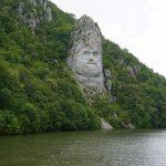 Cazanele Mici: Chipul lui Decebal și Mănăstirea Mraconia