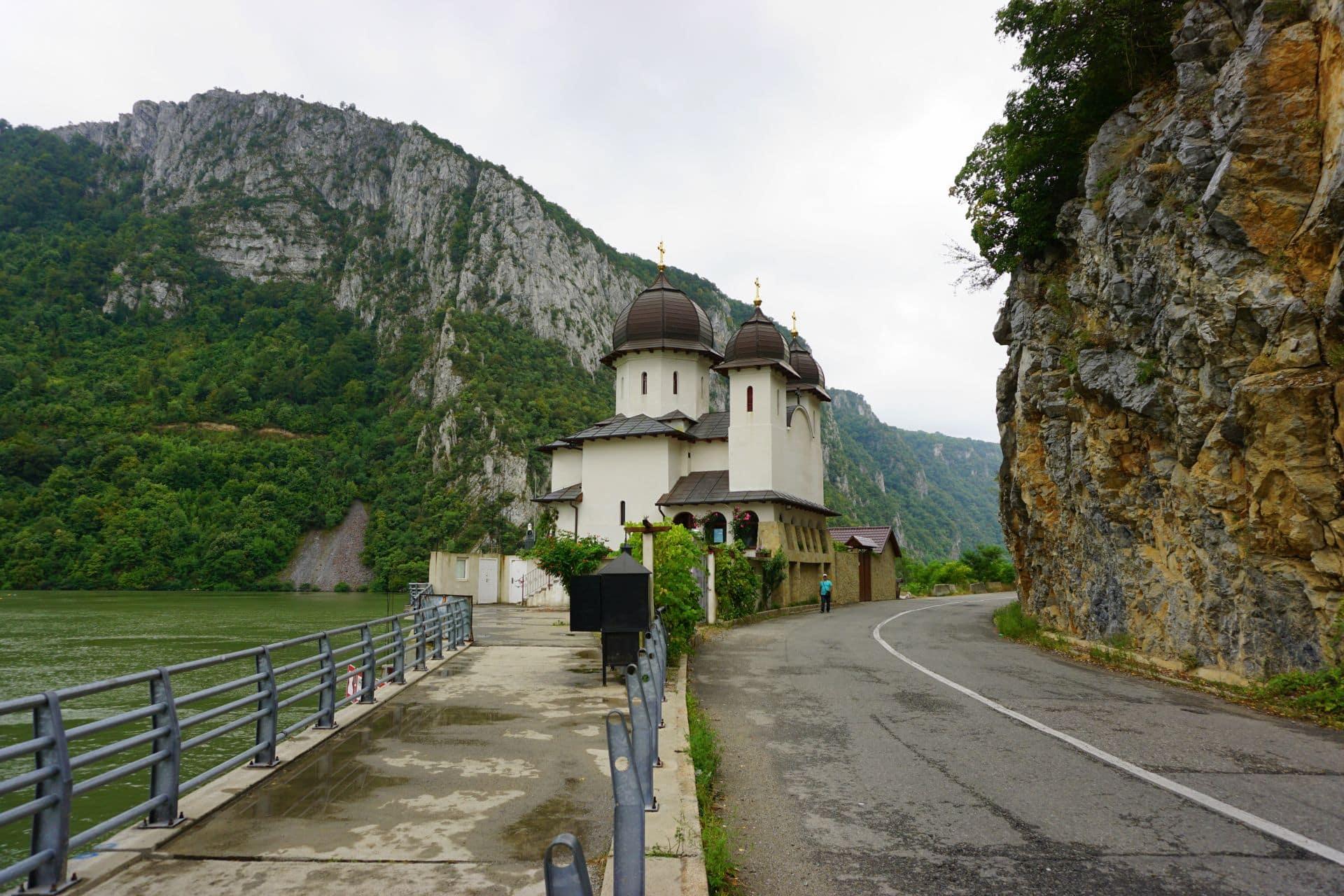 manastirea mraconia cazanele mici